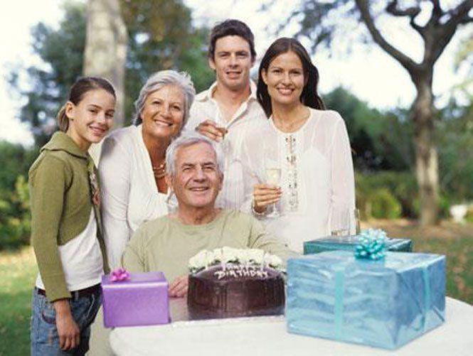 Що подарувати батькам на річницю весілля?