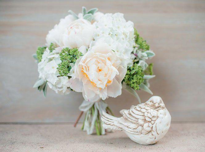 Букет нареченої з білих троянд