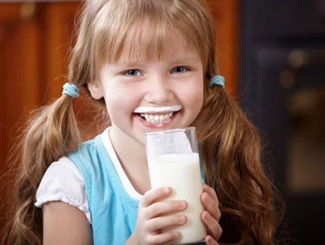 Скільки молока повинна випивати дитина?