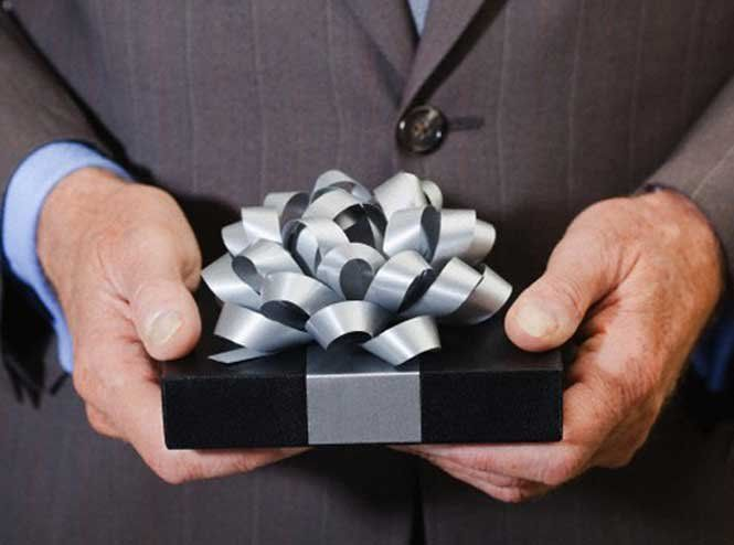 Що подарувати шефові?