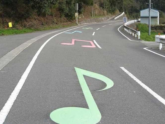 Чи заважає музика водію?