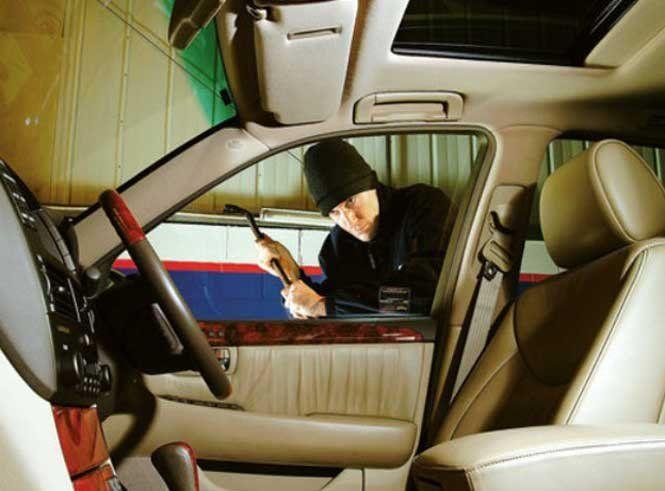Які речі не варто залишати в авто