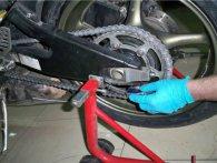Налаштовуємо ланцюг у мотоциклі