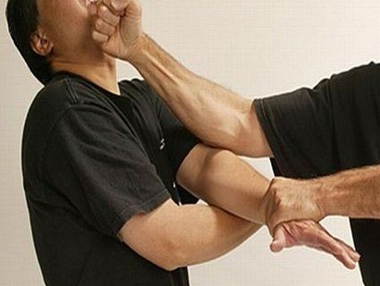 Зламав італійцю ребра, аби відчепився від мами
