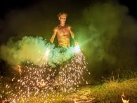 Гру з вогнем перетворив на професію, а прогулянки по краю прірви – на власне захоплення