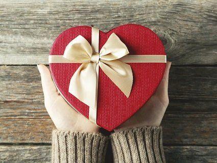Що подарувати подрузі на день народження? Перелік практичних та потрібних подарунків