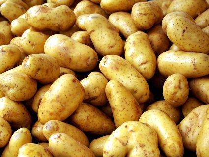 У Російському місті Омськ асфальт «залатали» картоплею