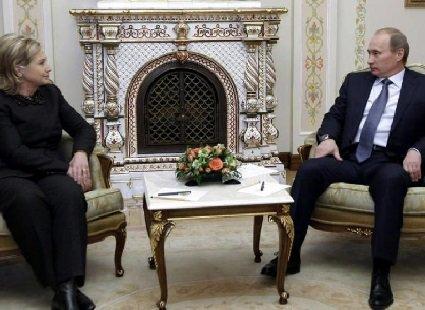 Клінтон назвала Путіна хамлом