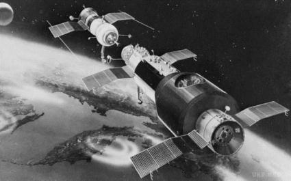 25 жовтня на землю впаде радянський супутник
