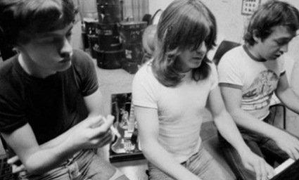 Помер музикант легендарної групи AC/DC (відео)