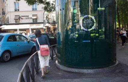 У Парижі встановили акваріум для очищення повітря