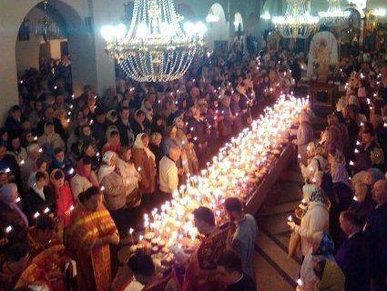 Сьогодні ввечері у християн одна з найважливіших у році поминальних служб