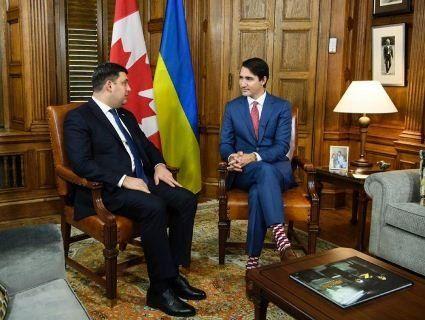 Прем'єр Канади рекламуватиме українські шкарпетки