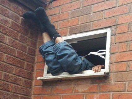 Горе-грабіжник застряг у будинку, що хотів пограбувати