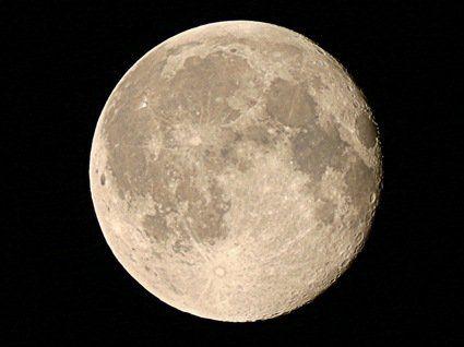 Вчені стверджують, що Місяць скоро вибухне