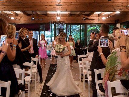 Вийшла заміж сама за себе і влаштувала розкішне весілля