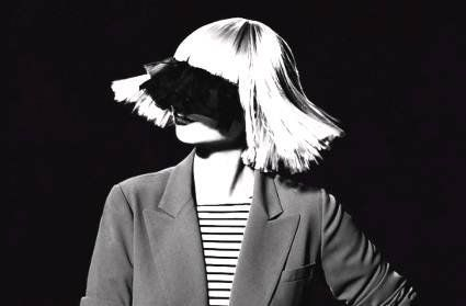 Скандал навколо фото оголеної співачки Sia: на заздрість шахраям (18+)