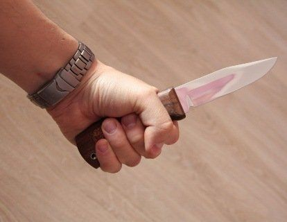 Поліція розшукує  зловмисника, який завдав потерпілому  20 ударів ножем