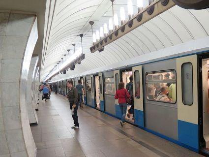 Чоловічий стриптиз у Лондонському метро (відео 18+)