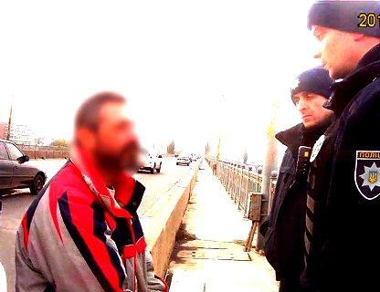 У Дніпрі з мосту зняли самогубця