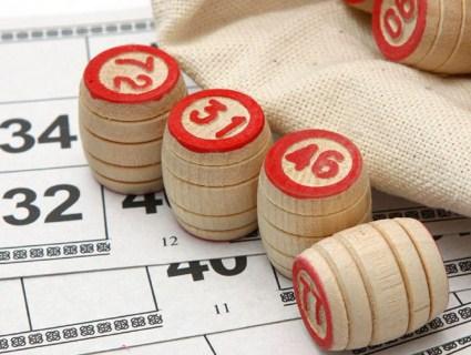 Купив лотерейні квитки, щоб погасити борги компанії (відео)