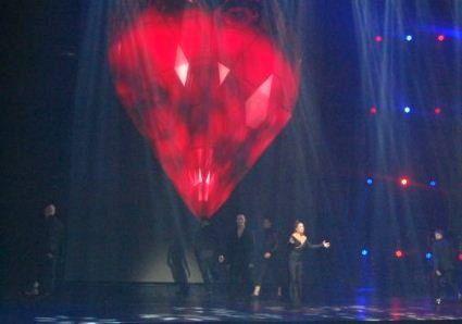 Ані Лорак прорвалась на сцену Києва після трьох років перерви і зірвала овації