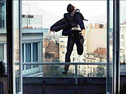 У Миколаєві 16-річний хлопець викинувся з 14 поверху