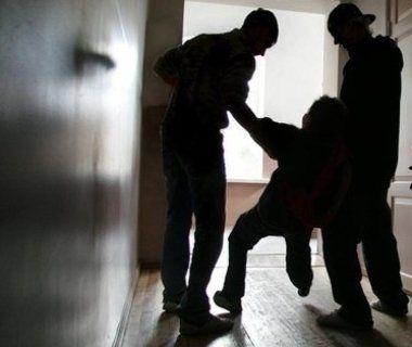 Двоє чоловіків зґвалтували поліцейського