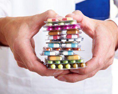 Українців просять не купувати сумнівних ліків