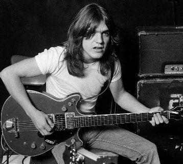 Легендарний співзасновник AC/DC Малькольм Янг помер на 64 році життя
