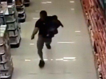 Розстріляв грабіжників, тримаючи в руках свою дитину