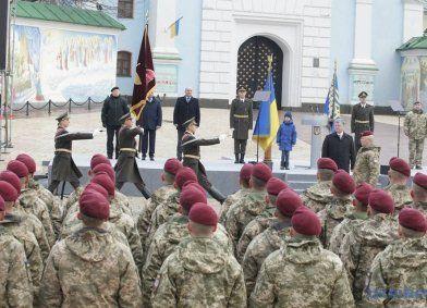Впровадження бордових беретів наближає Україну до НАТО – Порошенко