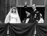 «Платинова» річниця: 7 фактів про одруження Єлизавети і Філіпа (відео)