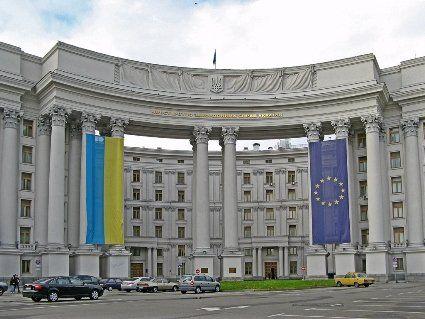 Відповідь: Україна вислала білоруського дипломат