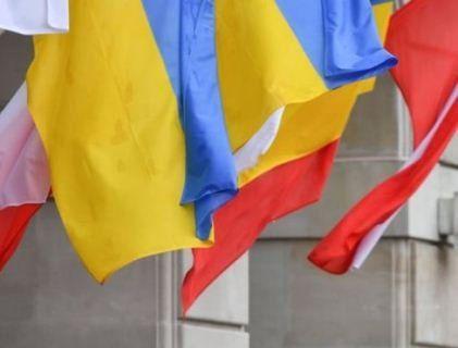 У Польщі залишками пам'ятника УПА вимостили дорогу