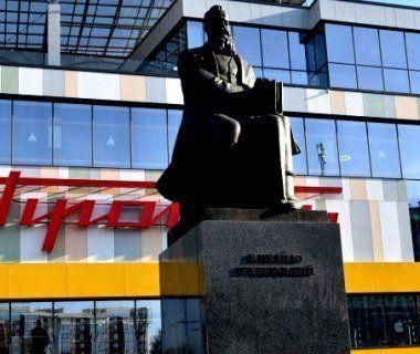 У Луцьку до 83-ої річниці з дня смерті Грушевського до його пам'ятника поклали квіти