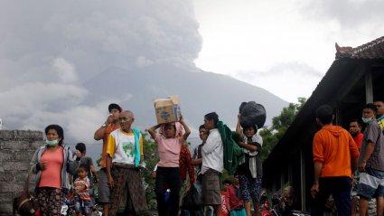 Близько 60 тисяч туристів заблоковані в аеропорту острова Балі