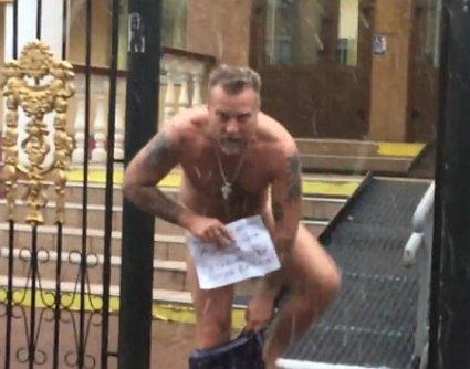 Без трусів звернувся до міністра : «Петренко гей! Почуй людей!» (відео)