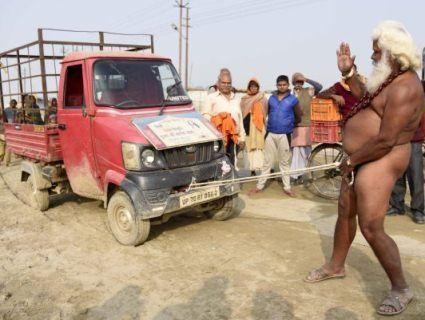 Індієць зрушив членом мікроавтобус