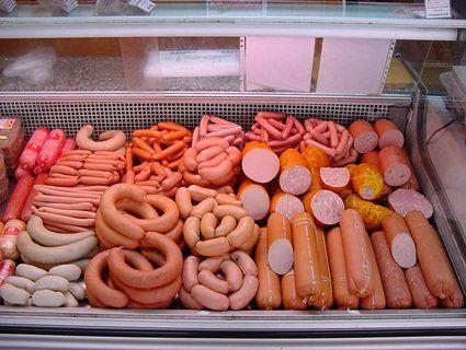 Ковбаса і сосиски провокують рак