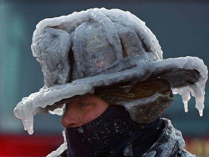 Через морозяний «бомбовий циклон» у канадців тріскають вікна