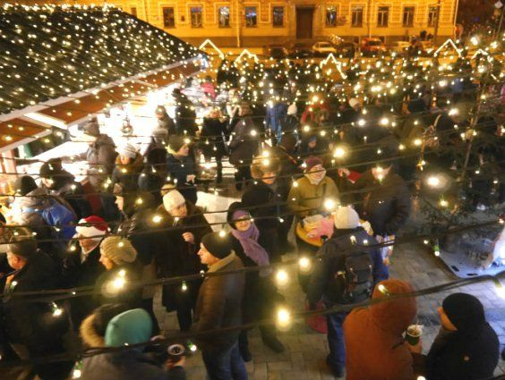 Тонни глінтвейну та різдвяних смаколиків з'їли та випили цьогоріч українці