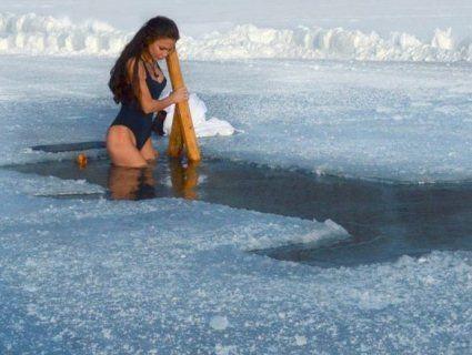 Водохресні купання: як пірнати в ополонку, щоб не захворіти