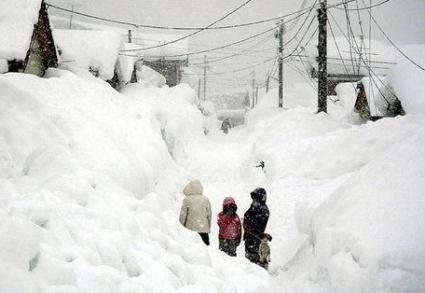 Європу накриває рекордними снігопадами