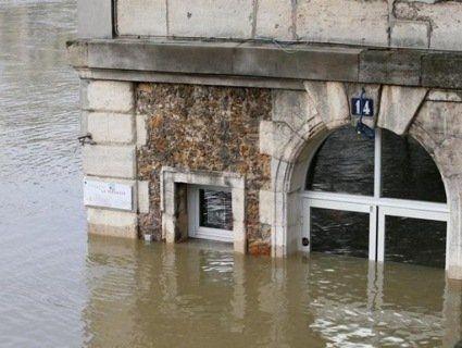 Париж пливе: понад 1500 людей евакуювали через підтоплення