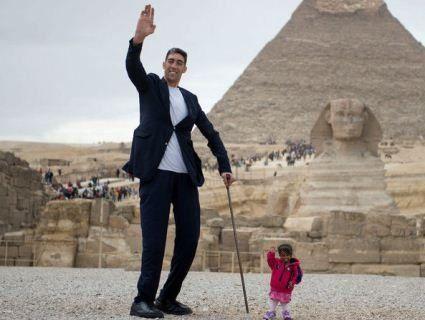 В Єгипті зустрілися найвищий чоловік і найменша жінка в світі
