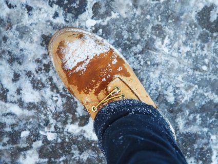 Як доглядати за взуттям у мокру погоду