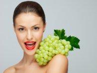 З якими хворобами бореться гроно винограду?