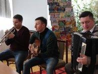 Музиканти гурту «Давня казка» розповіли дітям про свою творчість