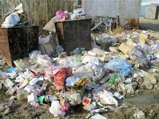 Через постійні проблеми зі сміттям із луцьким МЖК розірвали договір
